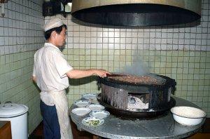 烤肉季飯荘の厨房