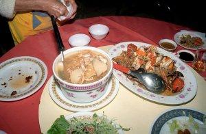 鮑のスープと紅蟳の炊き込みご飯