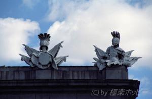 屋根の上の戦士@アルカラ門