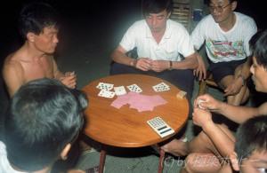 トランプ賭博@上海ぶらぶら