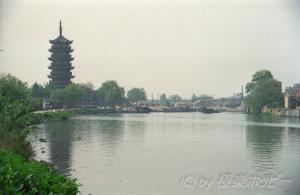 古運河越しに望む文峰塔@揚州観光