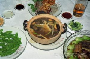 紅焼通心鰻と砂鍋野味保@温泉大厦