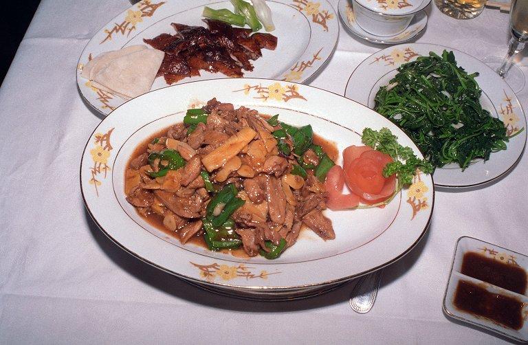 南京ダックの肉の料理